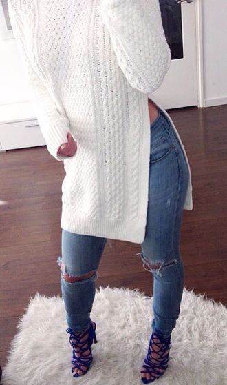 shirt shoes sweater long sweater slit sides jeans light blue jeans ripped jeans white sweater blue shoes high heels white knit slit cable knit