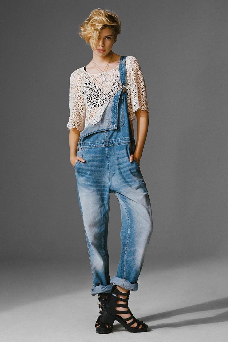 Salopette jeans e non solo: ecco uno dei trend dell'estate 2014!