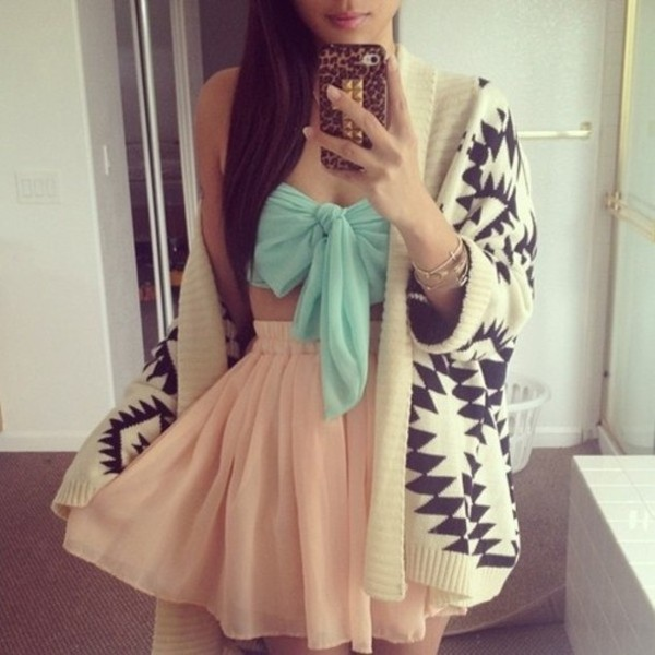 skirt outfit blouse sweater bag mint bow bustier crop tops pastel love blogger fashion blogger beige+black triangular pattern tank top jacket
