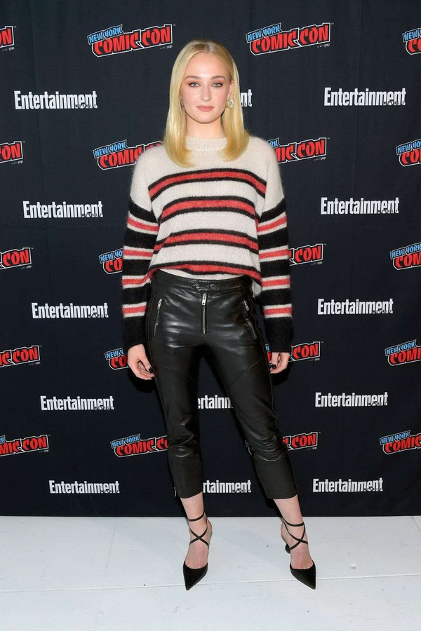 sweater sophie turner fall outfits fall sweater pants pumps celebrity