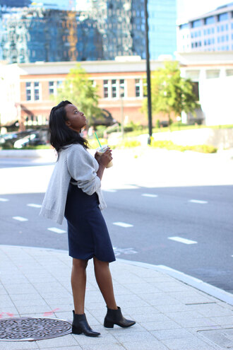 millennielle blogger navy skirt grey jumper black boots alexander wang