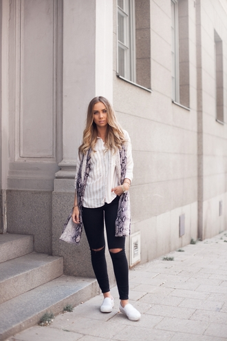 lisa olsson blogger jeans snake print striped shirt black ripped jeans printed scarf slip on shoes