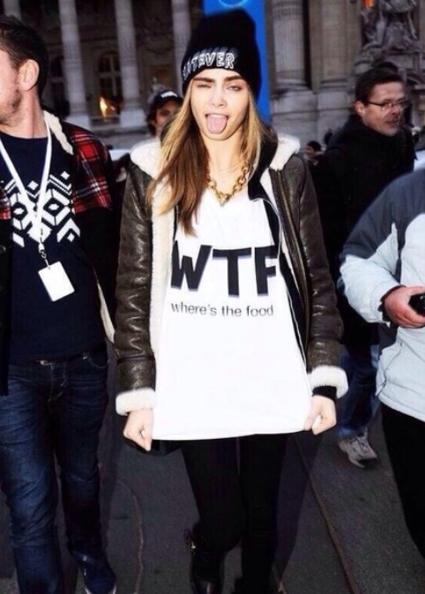 t-shirt cara delevingne white white t-shirt t-shirt blanc wtf is the food hat