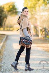 crimenes de la moda,blogger,leopard print,shoulder bag,winter boots,sweater,jeans,shoes,bag