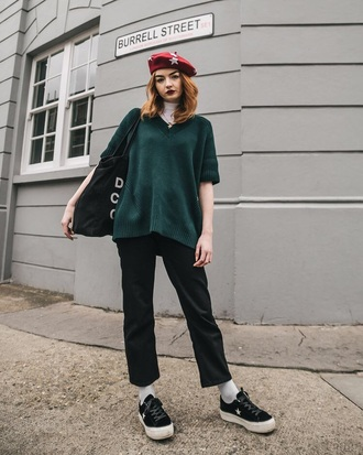 hat beret red beret stars sweater green sweater pants black pants shoes