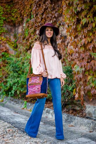 crimenes de la moda blogger blouse jeans hat bag
