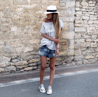 rebel attitude blogger t-shirt shorts hat