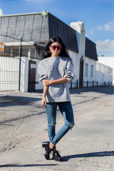 walk in wonderland blogger jeans top jewels sunglasses
