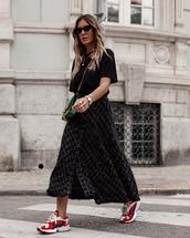 top,black t-shirt,oversized t-shirt,long skirt,wool,plaid skirt,sneakers,crossbody bag,sunglasses