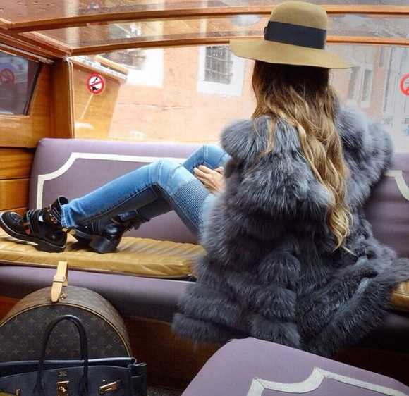 floppy hat bag hat jeans fur coat boots louis vuitton hat bag fedora style stylish stylista fashion fashionista