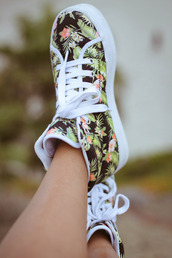 shoes,hawaiianhightops,palm,tropical,print,converse,lace,jeffrey cambell,flowers,white,platform shoes,white platforms,floral,design jeffrey cambell,white lace,high top sneakers