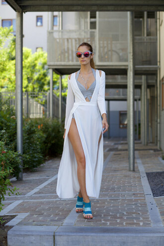 from brussels with love blogger dress swimwear jewels grey white dress cover up blue shoes beach