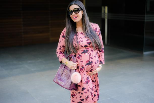 crimenes de la moda blogger dress sunglasses maternity maternity dress purple bag handbag floral dress