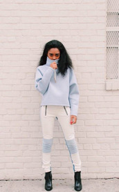 jeans,leather pants,blue and white pants,blue and white,blue sweater,zip,biker jeans,leather biker pants,skinny pants,skinny jeans,sweater,pullover,blue pullover,zipped pants