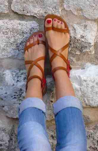 shoes sandals pinterest flat sandals cute sandals brown shoes capris denim capris open toes strappy strappy sandals helpmefindit look summer shoes style nude sandals brown gladiator flats