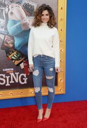 jeans,pumps,turtleneck,turtleneck sweater,maria menounos,fall outfits,fall sweater,sweater