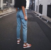 jeans,boyfriend,mom jeans,grunge,sexy,denim,boyfriend jeans light blue,high waisted jeans,old fashioned,shoes,adidas,adidas gazelle,red sneakers,black t-shirt