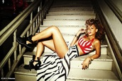 rihanna,red strippes,striped shirt,striped skirt,shoes,shirt,skirt,red,black,white,sexy,pretty