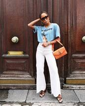 jeans,white jeans,flare jeans,handbag,graphic tee,earrings,high heel sandals,sunglasses