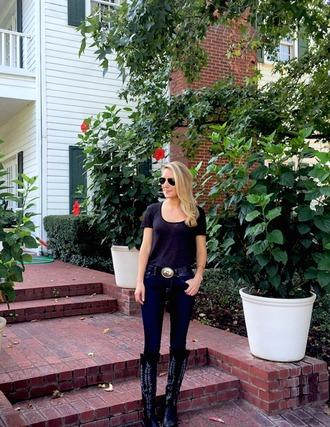 krystal schlegel blogger shoes t-shirt belt jeans western belt
