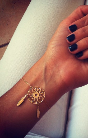 jewels feathers gold dream catcher bracelets chain small delicate dreamcatcher bracelets fashion gold chain summer outfits instagram tumblr gold braclet indie gorgeous nails accessories