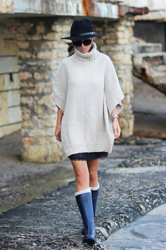 sunglasses blogger sirma markova jewels socks hunter boots