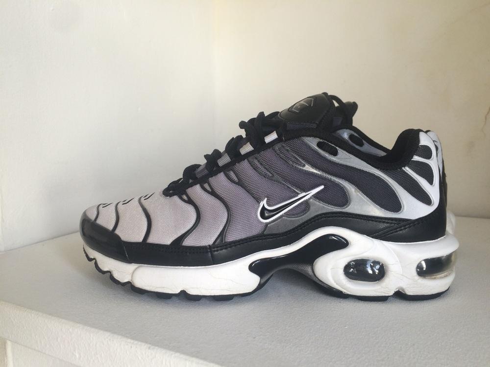 Detalles de Nike Air Max Plus Tn se BG UK Size 4 Negronaranja (AR0005 001) ver título original