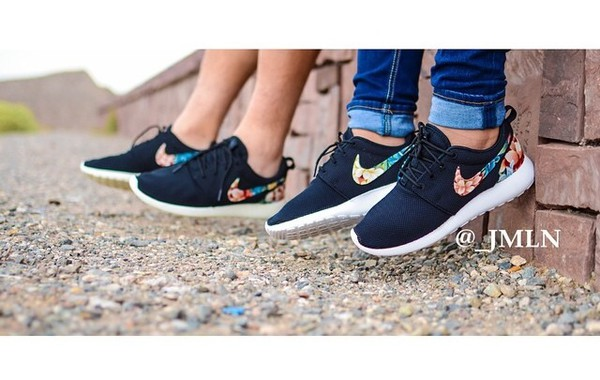 shoes black floral roshe runs