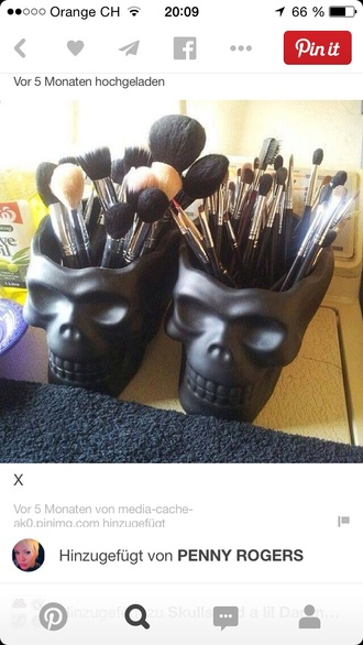 skull home decor makeup brushes