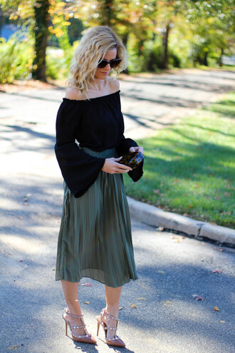kim tuttle the knotted chain - a style blog by kim tuttle blogger skirt shirt shoes bag