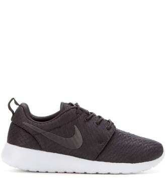 shoes nike shoes black sneakers roshe runs