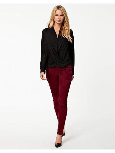 Cara Blouse - Nly Trend - Sort - Bluser & Skjorter - Tøj - Kvinde - Nelly.com