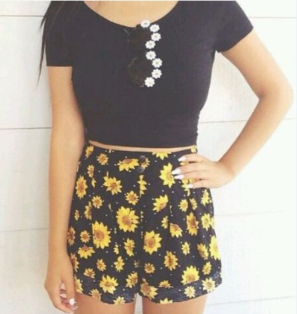 t-shirt jeans sunglasses shorts sunflower High waisted shorts yellow daisy high waisted shorts black yellow flowers daisy black and yellow sunflower summer spring