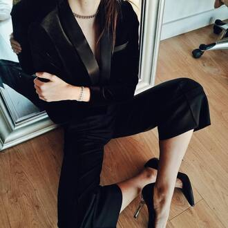 pants black pants cropped pants blazer black blazer matching set classy pumps pointed toe pumps high heel pumps black heels necklace silver necklace silver jewelry jewelry jewels choker necklace silver choker tumblr