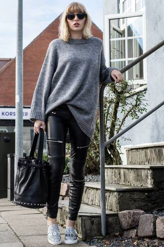 lotta liina love blogger zipped pants grey sweater black leather pants oversized sweater bucket bag slip on shoes