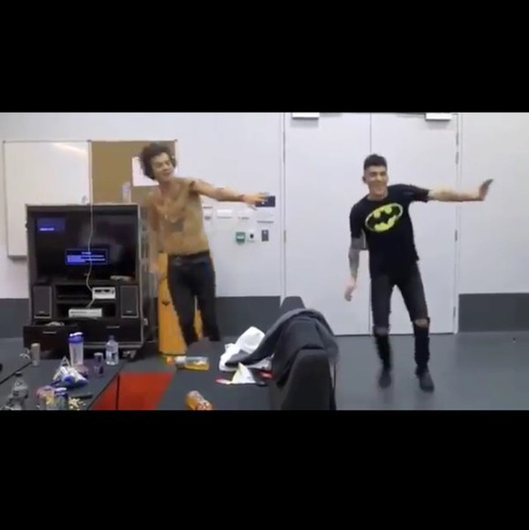 harry styles one direction harry t-shirt black batman yellow zayn malik zayn sexy happy dance