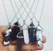 jewels,crystal neckalce,necklace,black,white,black and white,crystal,grunge,pale,jewelry,quartz,crystal quartz,tumblr,boho crystal necklace,silver necklace,black neckalce,silver,silver jewelry,marmer,cute,beautiful,love,basic,marmol,chic