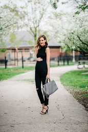 see anna jane,blogger,jeans,top,shoes,bag,black top,blac jeans,ripped jeans,grey bag,lace up heels,maternity