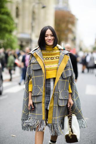 coat tumblr streetstyle plaid plaid coat plaid skirt skirt mini skirt sweater yellow yellow sweater cape bag white bag