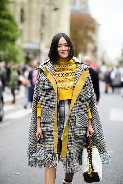 coat tumblr streetstyle plaid plaid coat plaid skirt skirt mini skirt sweater yellow yellow sweater cape bag white bag