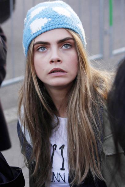 hat beanie celebrity style cara delevingne blonde hair cute perfect tumblr fashion blue beanie blue clouds sky
