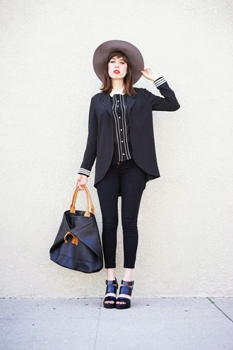 a fashion nerd blogger hat black shirt blazer