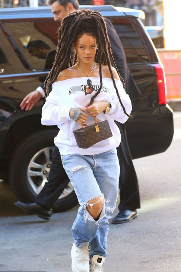 2bd26468f74 sweater rihanna jeans streetstyle ripped jeans sneakers.