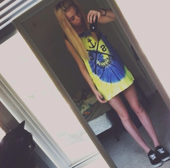 shirt t-shirt tie-dye tank top shoes muscle tee blonde hair vans iphone case shorts long hair