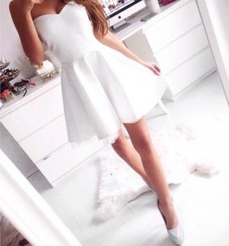 dress white short layered sweetheart neckline