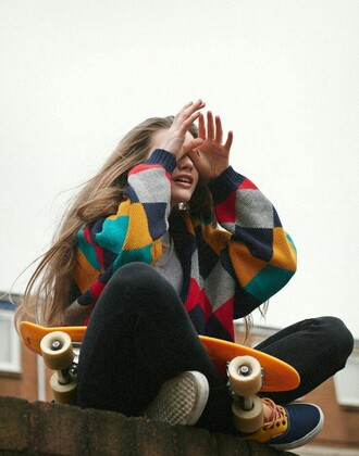 sweater colorful skater skater girl vans grey blue yellow red blonde hair girl teenagers beautifull 80s style 90's style tumblr