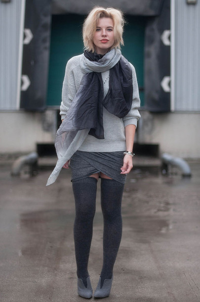 red reiding hood blogger skirt scarf