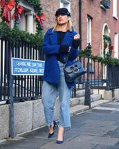jeans,cropped jeans,blue shoes,high heel pumps,blue coat,sweater,blue bag,hat