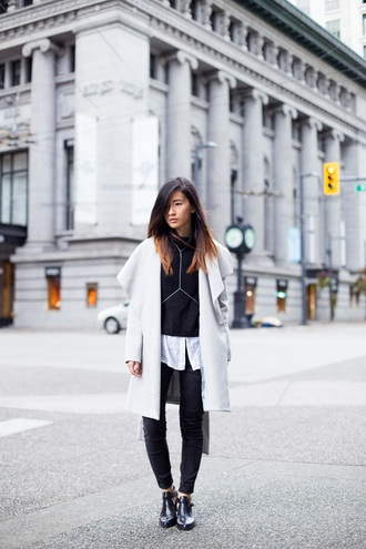 von vogue blogger bag black and white jeans alexander wang black boots