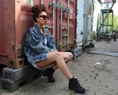 from hats to heels,blogger,denim jacket,chunky boots,sunglasses